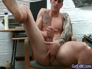 Amazing muscled and tattoed lay out wanking