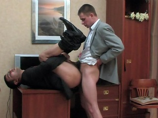 Kinky co-worker and his unconcerned boss having cock-break chit hard working...