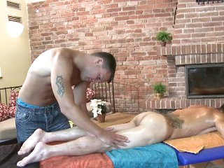 Kinky massage with vulgar muscled sizzling masseur