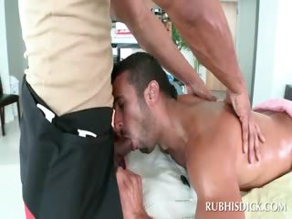 Dude giving blowjob to gay masseur