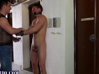 get under one's hermaphroditical nuisance fuck is totting up hot and nasty