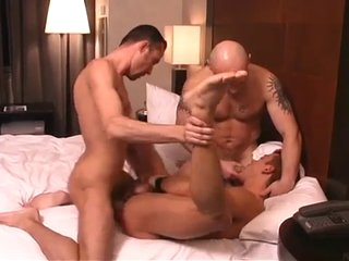 A Latin Trestle Acquiring His Man-Hole STRETCHED.