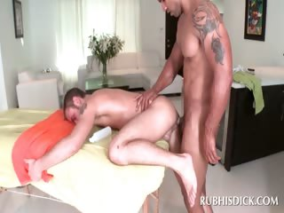 Afro masseur gender white butt
