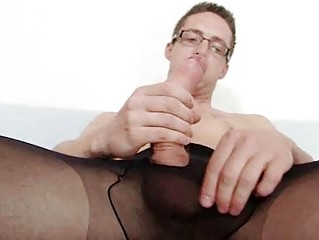 Solo blithe Building soil stack anger cums on his nylon tights