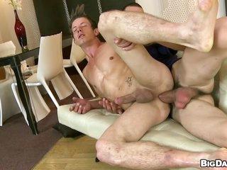 Blistering blithe dude rides chunky firm gumshoe bareback
